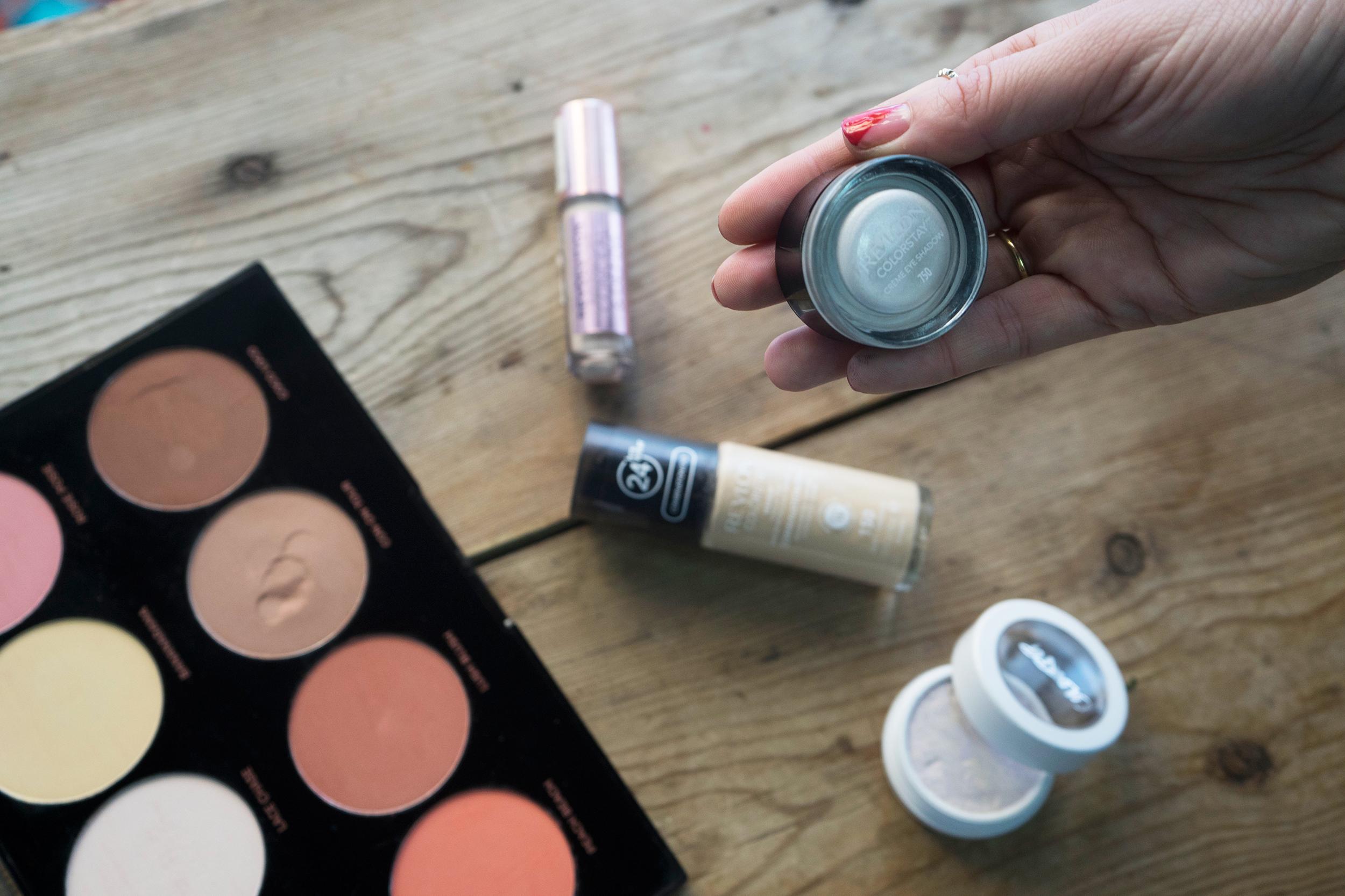 indacloset-maquillaje-revlon sombra crema